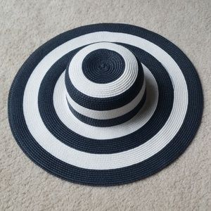 NWOT Gray & White Sunhat